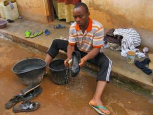 Chima washing shoes